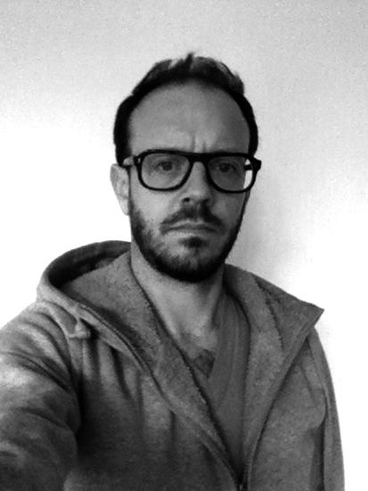 David ENON est   designer indépendant, diplômé de l'École Nationale Supérieure de Création Industrielle de Paris (Ensci/Les Ateliers), il travaille et vit à Paris. Il navigue entre projets de commandes, travail de recherche et enseignement. Adepte des «covers» et autres remixes, il croit aux vertus de la post-production comme moyen d'intervenir là et maintenant. Il triture avec autant d'enthousiasme les référents culturels et historiques que les nouveaux standards industriels ou les modes de production les plus pauvres. Il travaille actuellement à la production de mobilier en récifs artificiels avec les fonds marin comme usine nouvelle.
