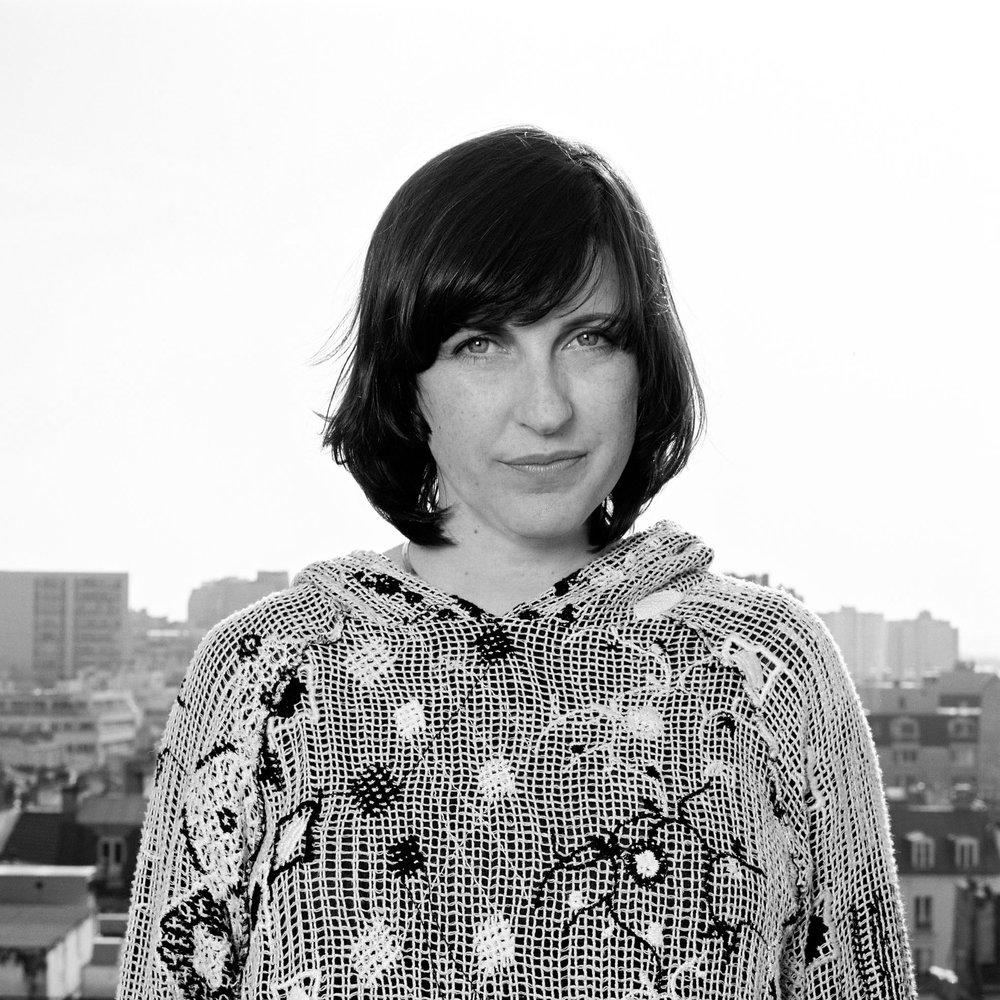 Florence DOLEAC est   en 1994 diplômée de l'École Nationale Supérieure de Création Industrielle de Paris (Ensci/Les Ateliers), et co-fonde en 1997 la société du groupe RADI DESIGNERS. En 2003, elle développe sa propre pratique puis en 2006, enseigne à l'Ecole des Arts déco de Paris. En effet, non seulement Florence Doléac met en jeu une tension entre la production et l'exposition avec des réponses pleines d'humour et de poésie, mais elle déploie en plus un questionnement sur la fonction et son pendant : l'inutilité.