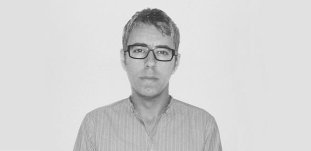 David DUBOIS   est diplômé de l'École Nationale Supérieure de Création Industrielle de Paris (Ensci/Les Ateliers), il vit et travaille à Paris. En 2005, il fonde sa propre agence et travaille indistinctement pour les milieux de la mode, de l'art ou du design tel que Bless, Christian Lacroix, Issey Miyake, Kronenbourg, Lalique, Le Mudam, la villa Noailles, le Cirva ou encore la Kadist art foundation.