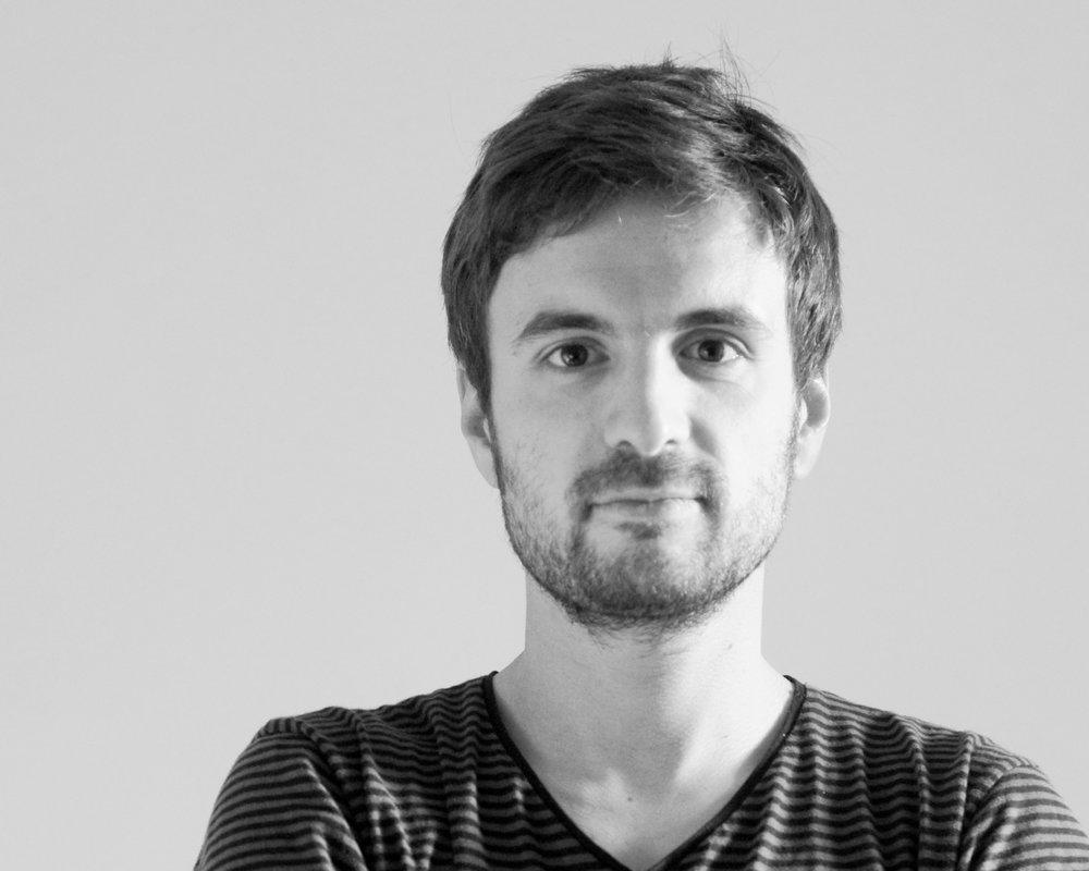 Pierre CHARRIÉ - Pierre CHARRIÉ est diplômé de l'ENSCI-Les Ateliers et des Beaux-Arts de Nîmes, il vit et travaille à Paris en tant que designer indépendant. Avec un penchant naturel pour l'innovation et l'économie de moyens, ses projets cherchent à mettre en relation un usage potentiel et des solutions techniques inattendues. Travaillant sur la dimension interactive et sonore des objets, il a été distingué par plusieurs prix.