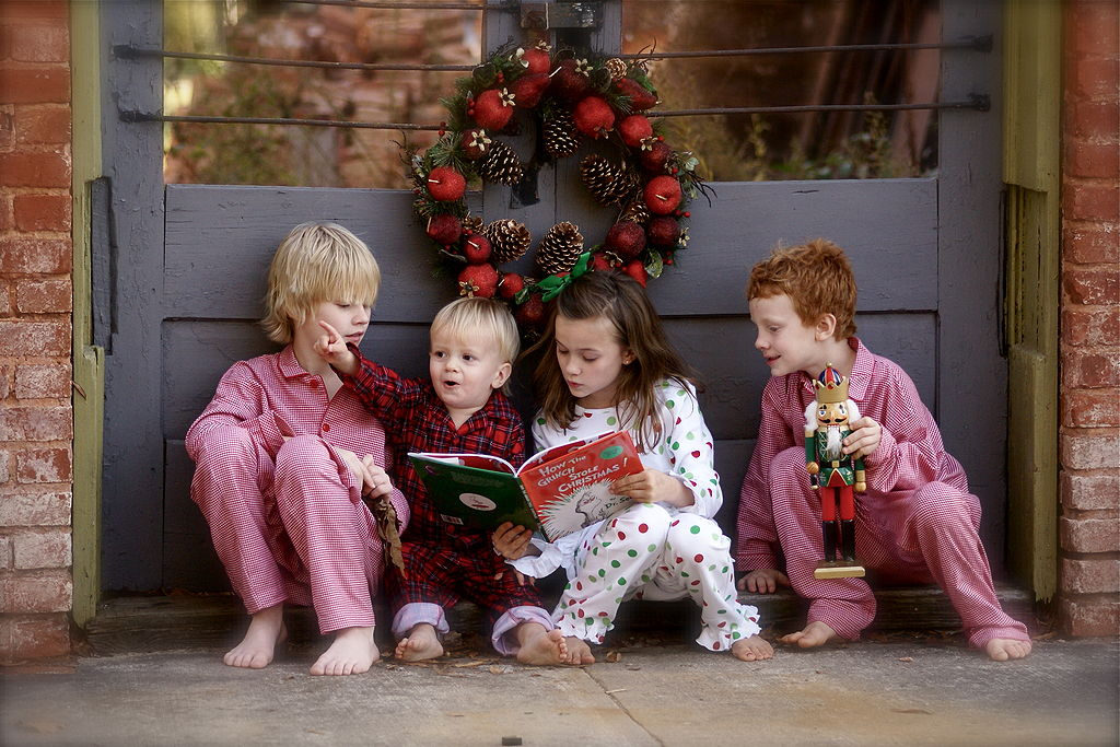 1024px-Children_reading_The_Grinch