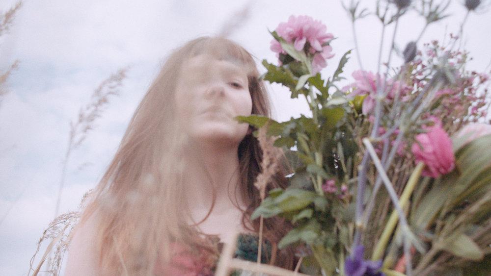 particular-flowers-still02.jpg