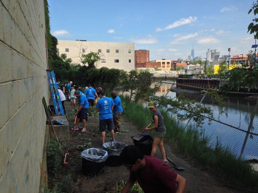 In collaboration with Ruth Hofheimer Volunteer site cleanup day with Gowanus Canal Conservancy 2014-2015 100 feet x 35 feet acrylic on cement block site: Gowanus/Brooklyn, NY