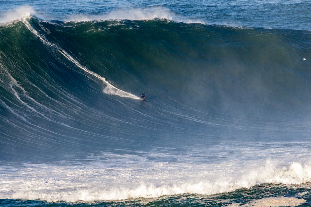 Andrew Cotton at Nazaré by Boino