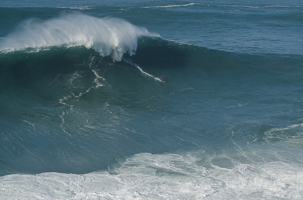 Marcelo Luna at Nazaré by Figueira