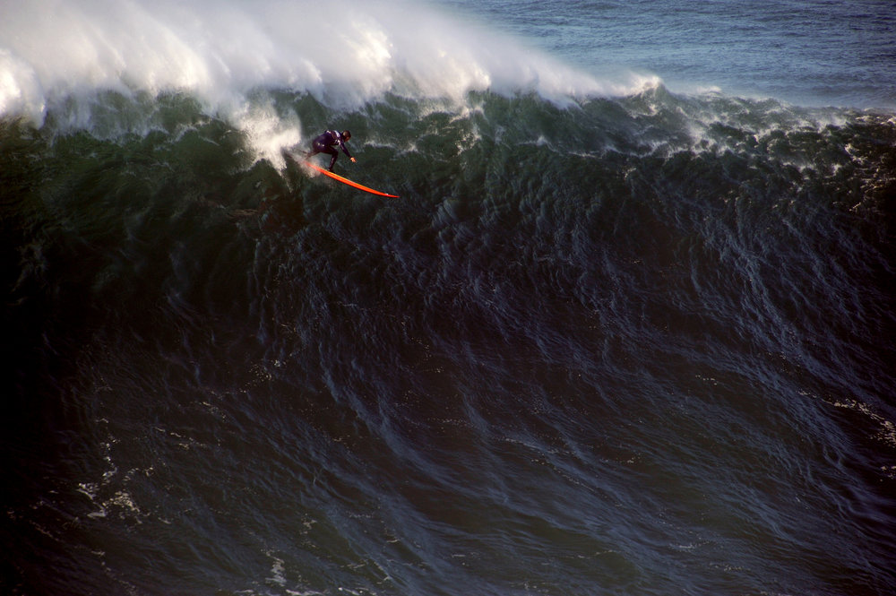 Will Skudin at Nazaré by Riancho