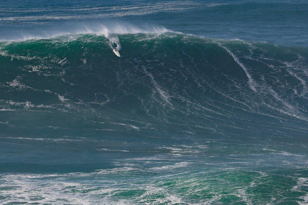 Carlos Burle at Nazaré B by Soares