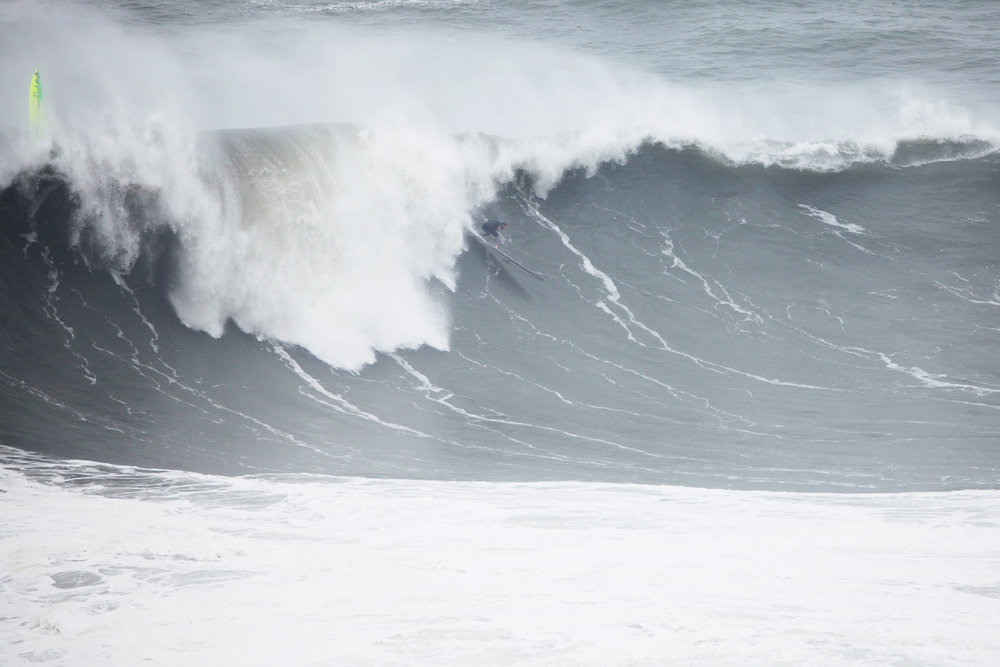 Tom Lowe at Nazaré 4 by Shannon Reporting