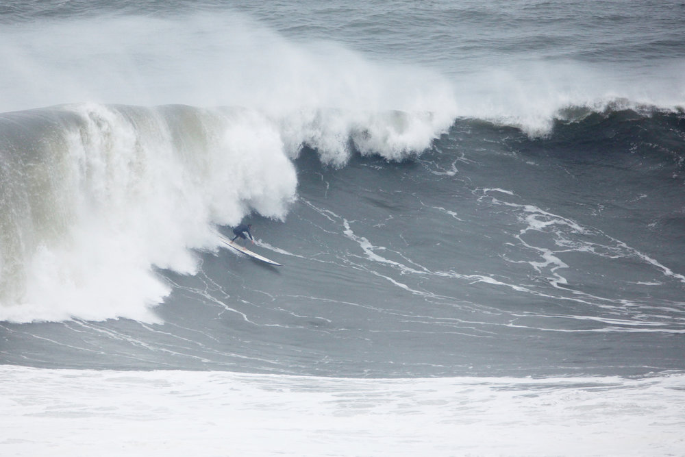 Tom Lowe at Nazaré 5 by Shannon Reporting