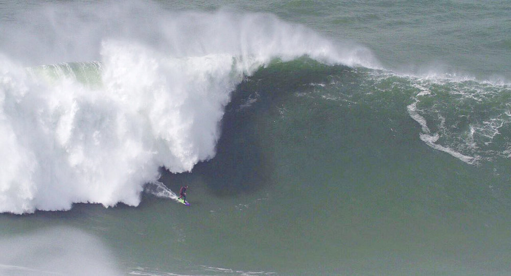 Pedro Scooby at Nazaré by Calado
