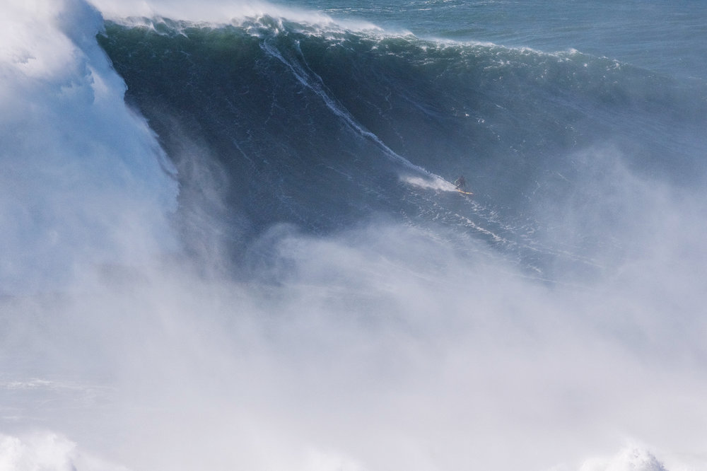 Luciano Brandao at Nazaré by Correia