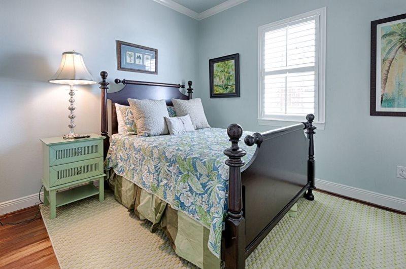 Second Floor Queen Bedroom.jpg