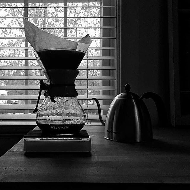 Got the Sunday feels... 📸 by @thepouroverblog #pourovercoffee #chemex #groundswellroasters #raincouver #sundaymorning #coffeetime #filtercoffee #vancouverlife #specialtycoffee #yvrfoodie #vancouver #baristalife #feels #coffeeroaster #smallbatch #coffee
