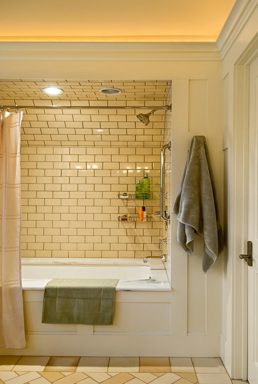 25 Guest bath 2.jpg