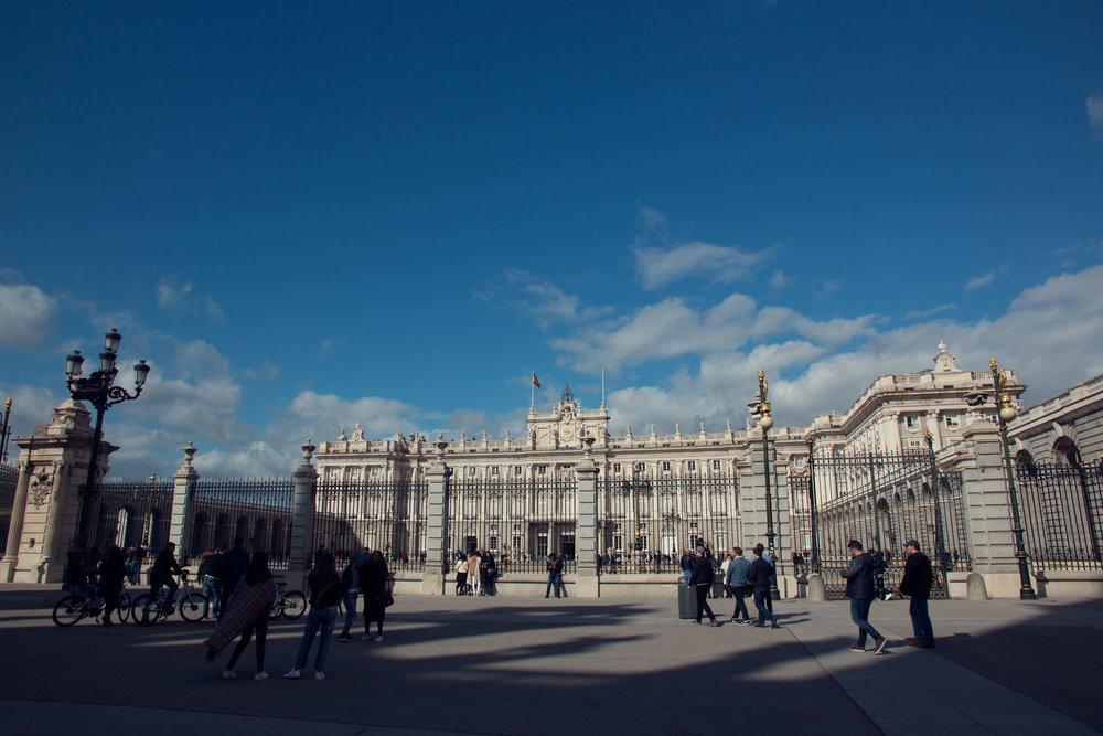 Royal Palace, Madrid -Looks a lot like Buckingham Palace!