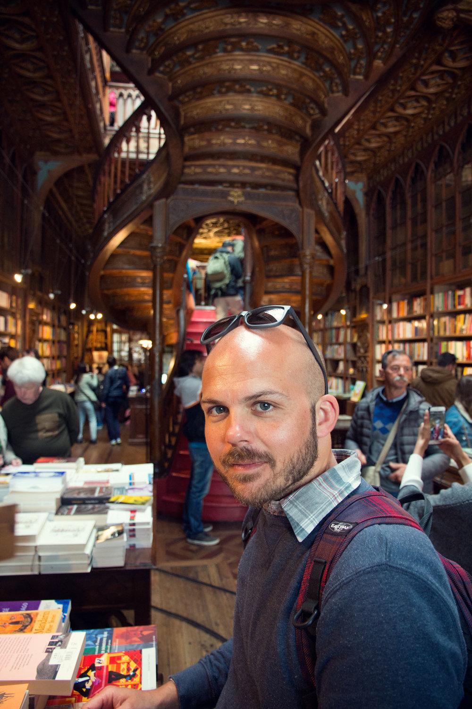 Dale in Livraria Lello bookstore.