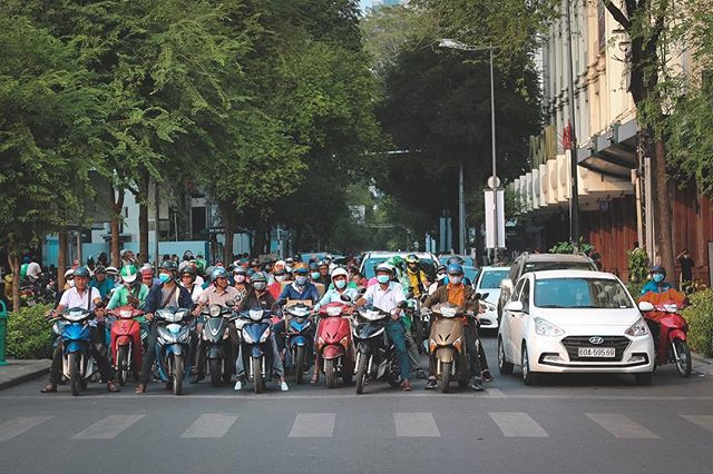 On your marks. Get set... . . . . . #hochiminhcity #scooter #trafficjam #streetphotography #vietnam #saigon #saigonstreet #travelphotoblog