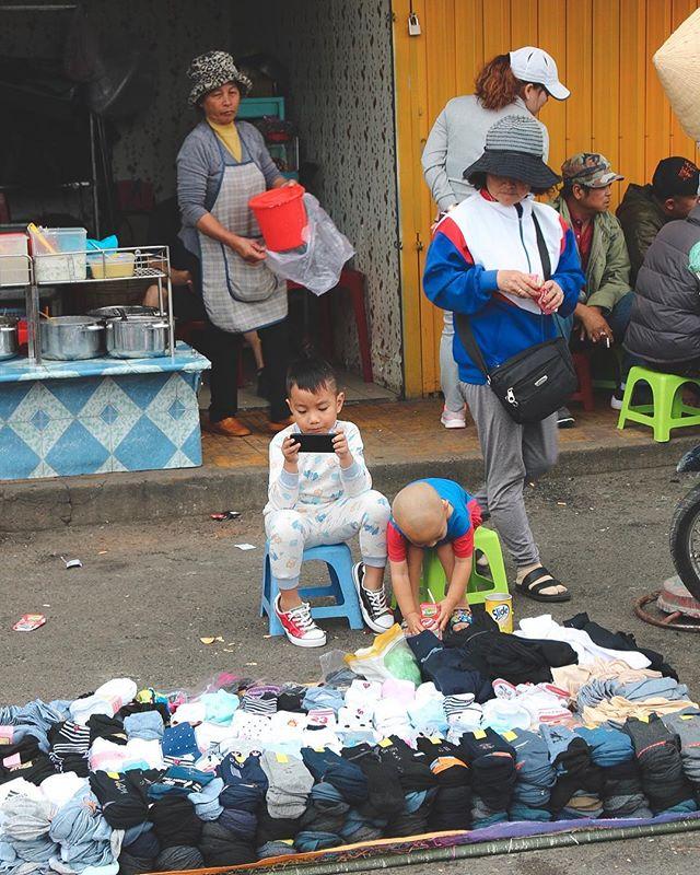 Sock it to me. . . . . . #dalat #dalattrip #vietnam #vietnamadventures #streetphoto #streetphotography #reportage #reportagephotography #igtraveller #travelgrammer