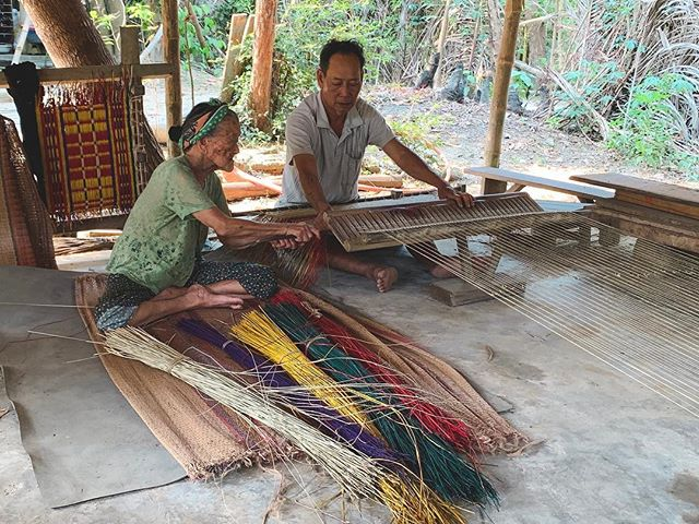 Met Nani and her son-in-law on a small island near Hoi An. They weave mats. She's the designer and he's the weaver. They thread each individual piece of the reed to make the brightly coloured mats which take them about 3-4hrs to make. She's 94 and he's 70 and they've been doing this most of their lives. If I look this good at either of those ages, I'll be very happy. . . . . . #hoianvietnam #vietnamadventures #streetphoto #streetphotography #reportage #reportagephotography #igtraveller #travelgrammer #hoiantrip