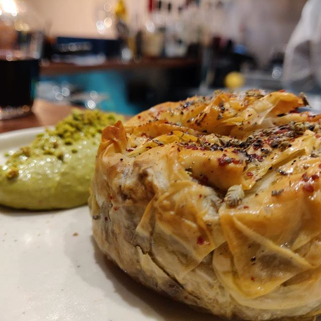 Beef, caramelised onion & parsley borek, pistachio mayonnaise @kyseri_ldn . . . #londonfood #londonrestaurants #londonfoodie #eeeats #turkishfoodlondon #turkishfood #fitzrovia #eatlondon #londoneater #eaterlondon #instafood