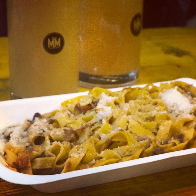 Excellent fresh pasta with wild boar ragu @mercatometropolitano - perfect post-trail run food (& beer 🍺) . . . . #londonfood #londonrestaurants #londonfoodie #eeeats #eatlondon #eeeeeats #londoneater #eaterlondon #instafood #streetfood #streetfoodlondon #londonmarkets #pastalondon #italianfood #pasta #craftbeer #mercatometropolitano #elephantandcastle #londoncheapeats