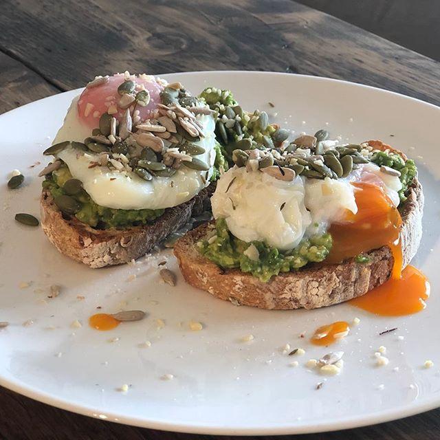 Treat Sunday breakfast . . . #londonfood #londonfoodie #eeeats #eeeeeats #instafood #homecooking #deliciousfood #homemade #healthyfood #healthybreakfast #breakfast #brunch #avocadotoast #eggs #yolkporn #avocado