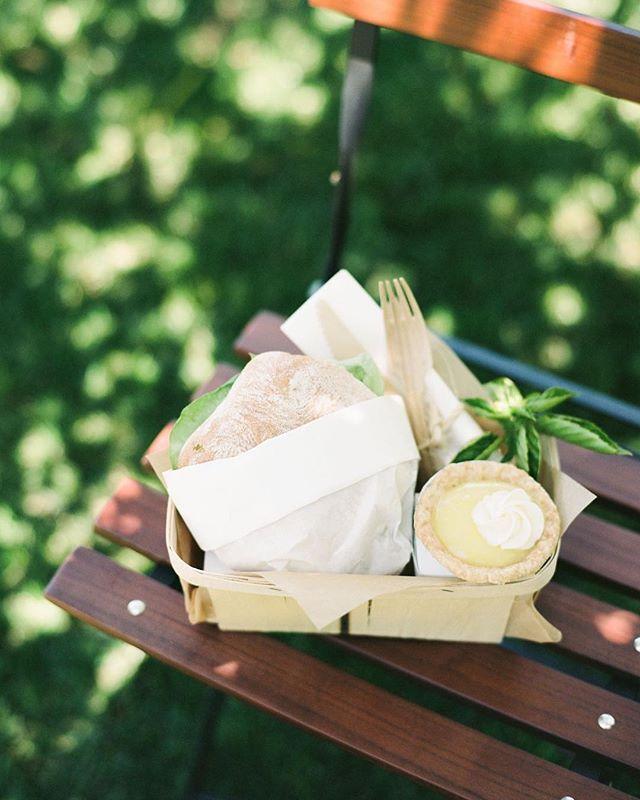 Lunch is served⠀ ⠀ Design @joyproctor⠀ Photo by @iheartmygroom⠀ Location @ksetrelpark⠀ Florals @wilderfloralco⠀ Linens @latavolalinen⠀ Rentals @thetentmerchant⠀ Design Assistants @camhas @susansilverberg⠀ ⠀