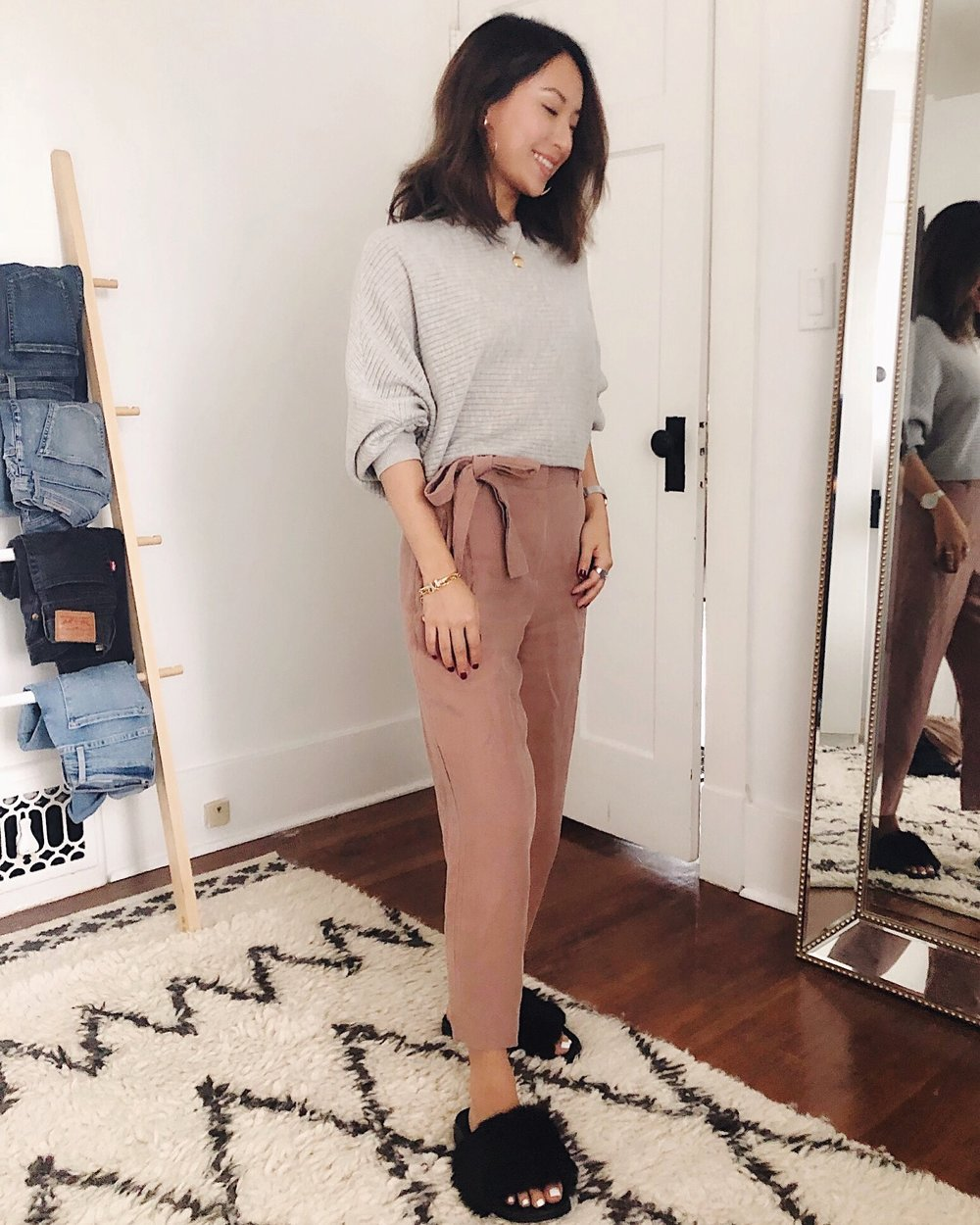 Transitioning into fall with neutrals. Sweater and pants from Aritzia.