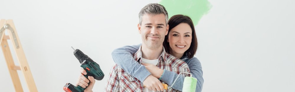 couple-doing-home-renovations-picture-id891550144.jpg