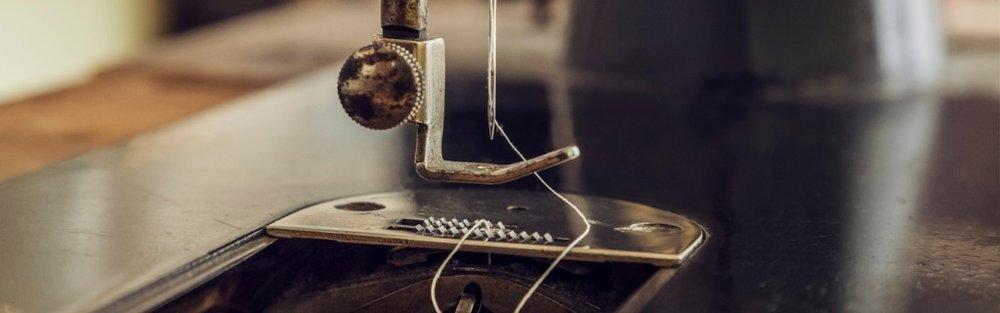 vintage-sewing-machine-picture-id896065282.jpg