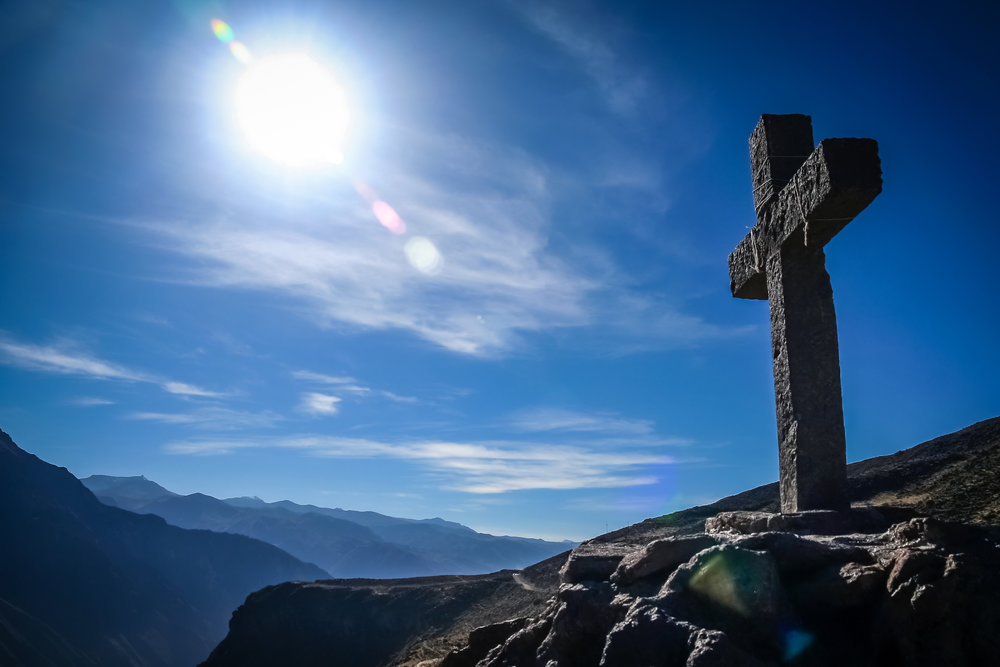 cross-in-colca-canyon-in-peru-PH8CZBQ.jpg