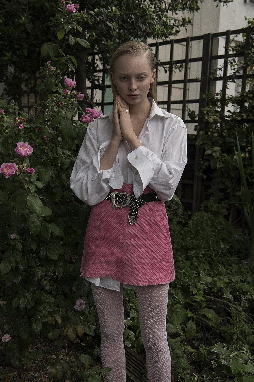 shirt  boss  skirt  vintage  belt  guess  tights  falke