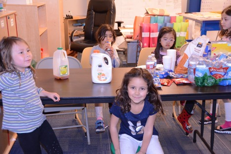 Kindergarten and first grade students volunteer their time to thank donors.