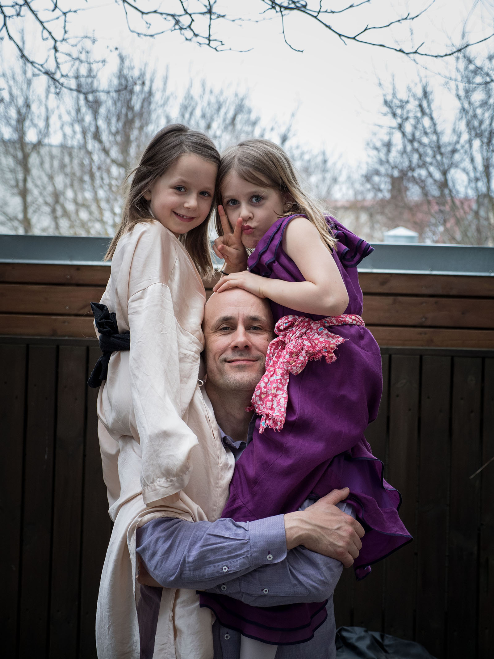 Benedikt Erlingson with his twin daughters
