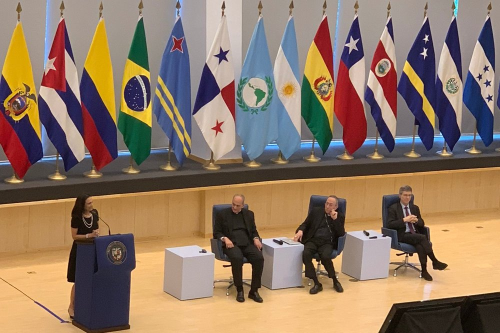 The Vice President of Panama, Isabel de Saint Malo, closes the session for the day with Monsignor Sanchez Sorondo, Cardinal Rodriguez Maradiaga, and Dr. Jeffrey Sachs looking on.