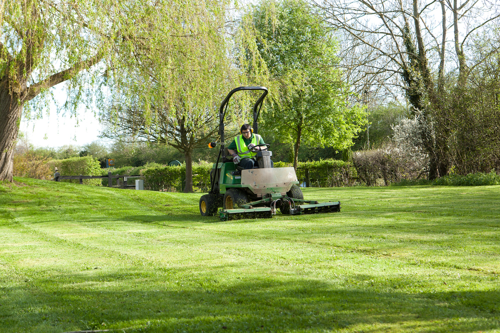 grounds-maintenance-plantcare-bristol-cardiff-outside-exterior-corporate-office-workspace-2