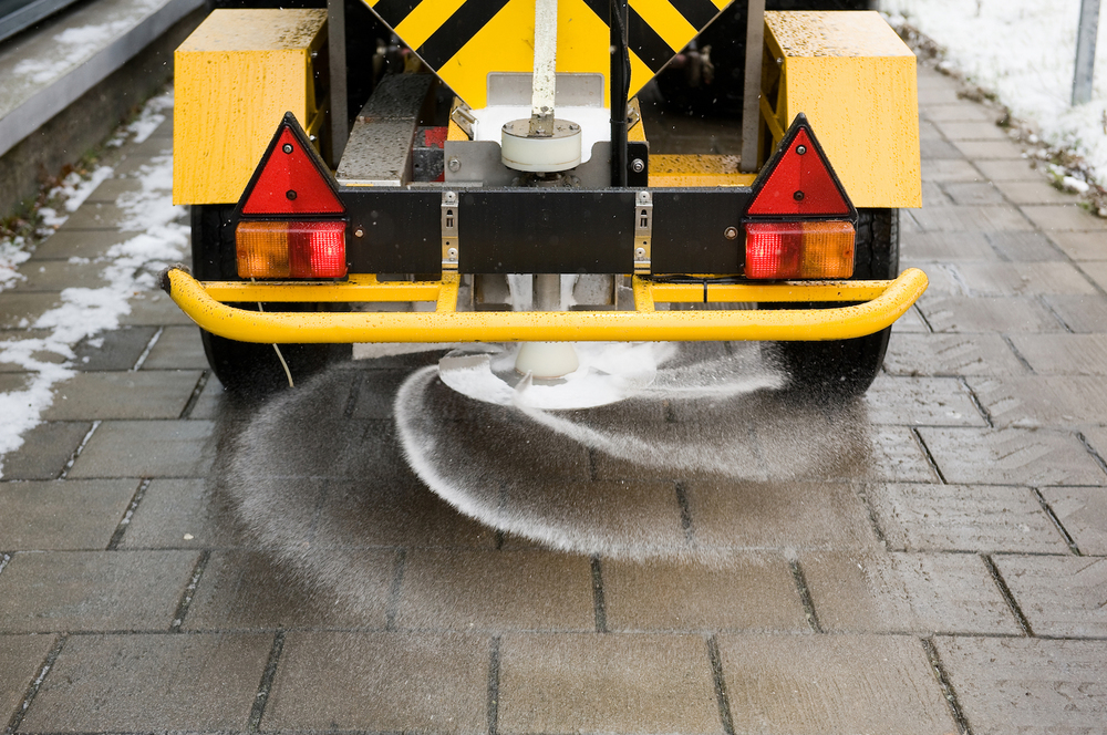 gritting-services-plantcare-bristol-cardiff-outside-exterior-corporate-office-workspace-1
