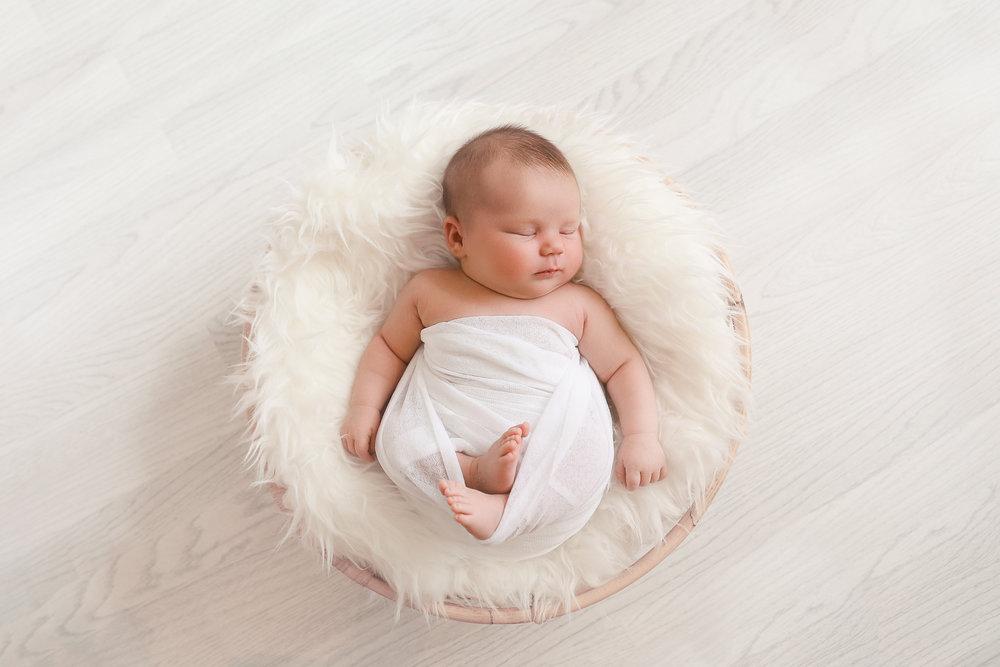 IMG_5464-Edit-Amilee-Newborn-Rachael-Sture-Photography-28-06-17.jpg