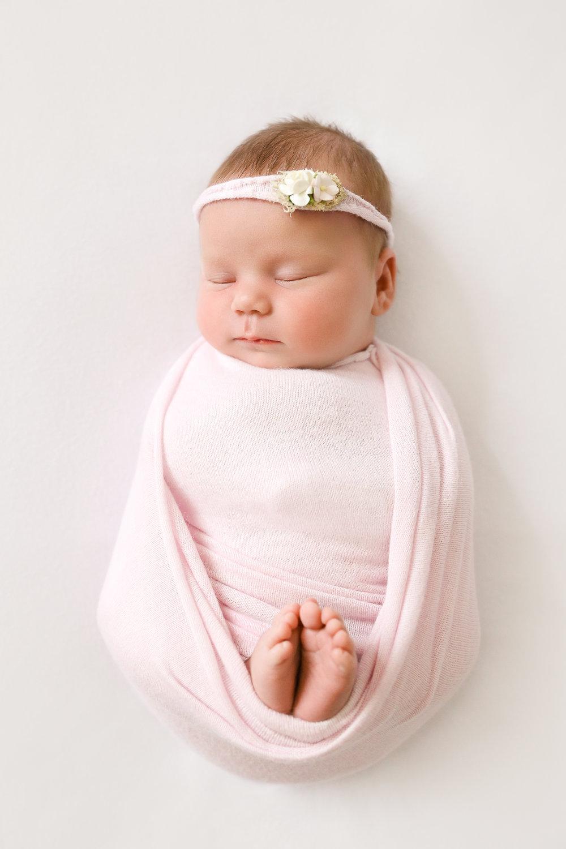 IMG_5675-Edit-Amilee-Newborn-Rachael-Sture-Photography-28-06-17.jpg