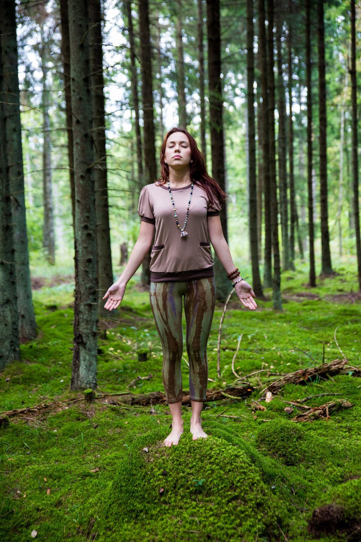 Shirt: I do Yoga with Chanel – 49.00 €  Leggins: Bamboo Forest – 49.00 €  Jewelry: I do Yoga with Maarja Mala – 99.00 €