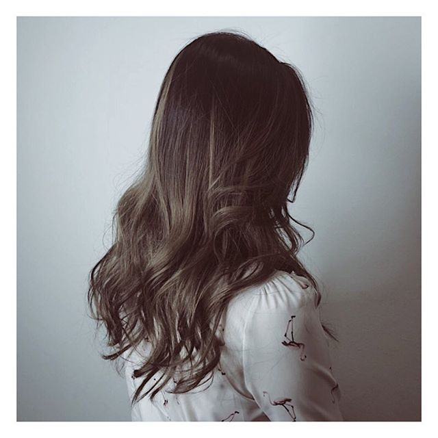 Soft romantic ash grey highlights are all you need for this season! 💛 . . Hair by: Harada . . If you are a first-time customer, request for Director Stylist Harada and get 10% off all hair services! . . Simply call us at 6221 2855 to book an appointment with us today. . . #riselhair #riselhairsg #japanesesalon #ashgrey #highlights #hair #color #style #inspiration