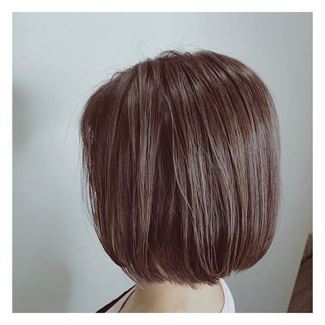 Looking to make a style change? Try rocking a simple yet undeniably chic bob that adds a flattering touch to your look 💇🏻‍♀️ . . Hair by: Harada . . If you are a first-time customer, request for Director Stylist Harada and get 10% off all hair services! . . Simply call us at 6221 2855 to book an appointment with us today. . . #riselhair #riselhairsg #japanesesalon #ashfawn #highlights #hair #color #style #inspiration