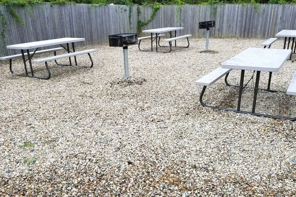 Outdoor Seating & Grill