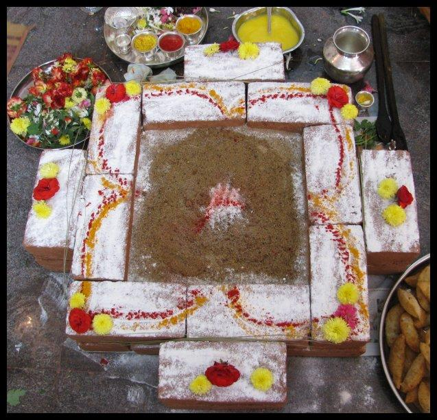 A Yajna Vedi (square altar) with Samagri (offerings) on left, and a Yajna in progress (right).-Homa_kundam.JPG