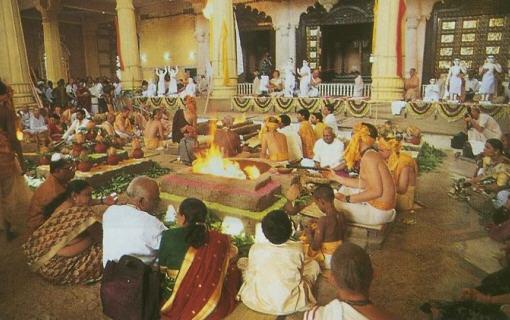 Back-To-Godhead-Vedic-Fire-Sacrifices-Ceremony1.jpg