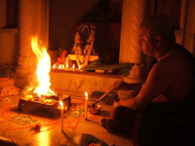 Vedic Fire Ritual-brahmana_performing_fire_sacrifice.jpg