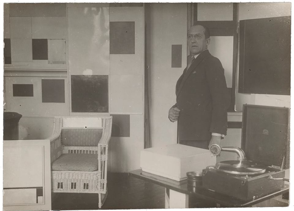 Piet Mondrian in his studio in Paris, 1929_Collection RKD, The-Hague_Photo by an unknown-photographer.jpg