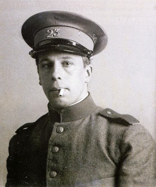 Theo van Doesburg in military service.JPGum 1915.JPG