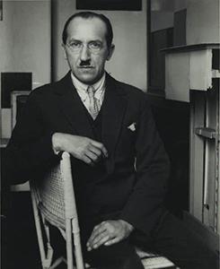 Piet Mondrian portrait_300.jpg