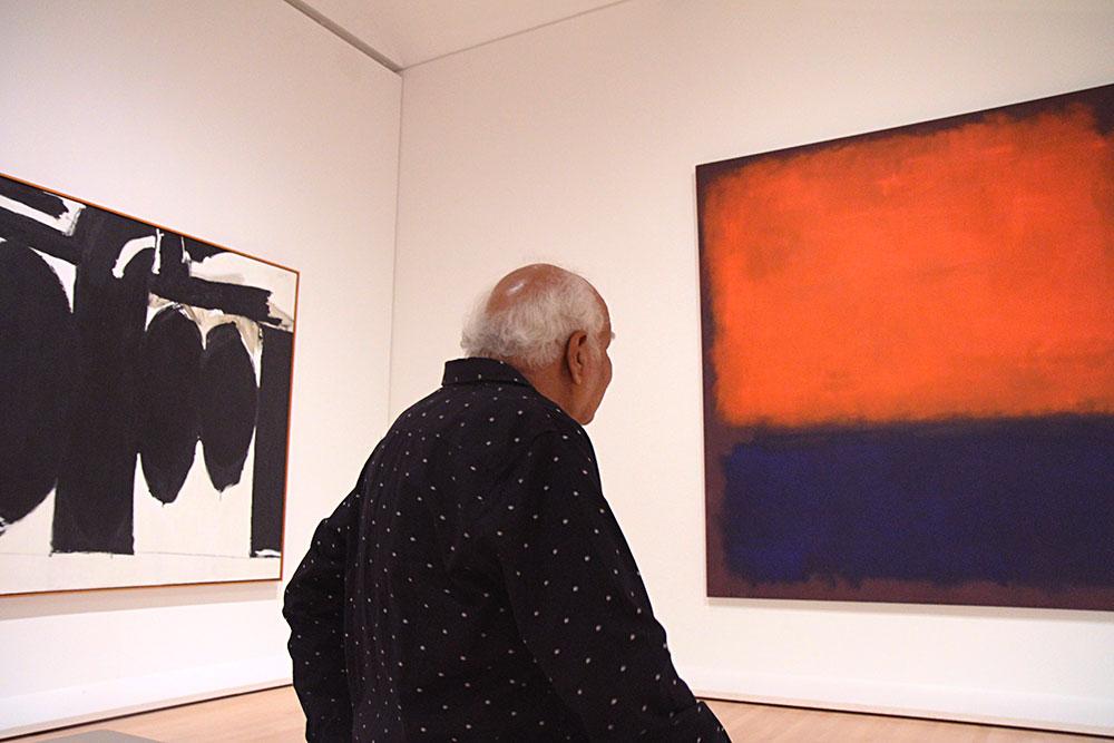 Om Prakash Sharma_with Rothko-s-painting_Sharma meditates on his own master, Mark Rothko, at the SF Museum of Modern Art_photo-D. Blair.jpg